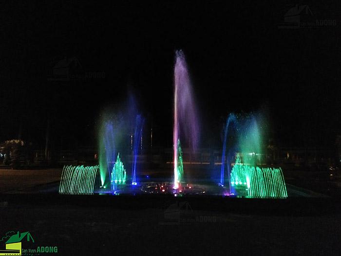 Hình ảnh thực tế khi về đêm của đài phun nước