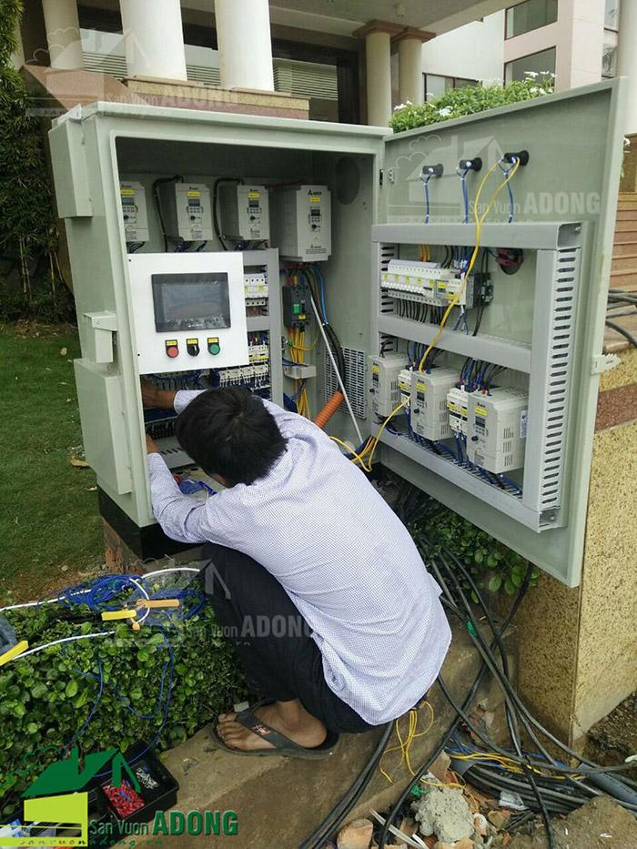 Thi công lắp đặt hệ thống điện và tủ điều khiển